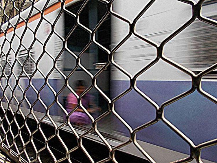Running train.... Picoftheday Mumbai Local Trai On The Way Women Nikon_l29 Click Dailypost Late Post Awesome Ness I M D B Cheapcamerachallenge Mumbai Anytime Everyday_mumbai Man instafitinstagramHDRtynikon