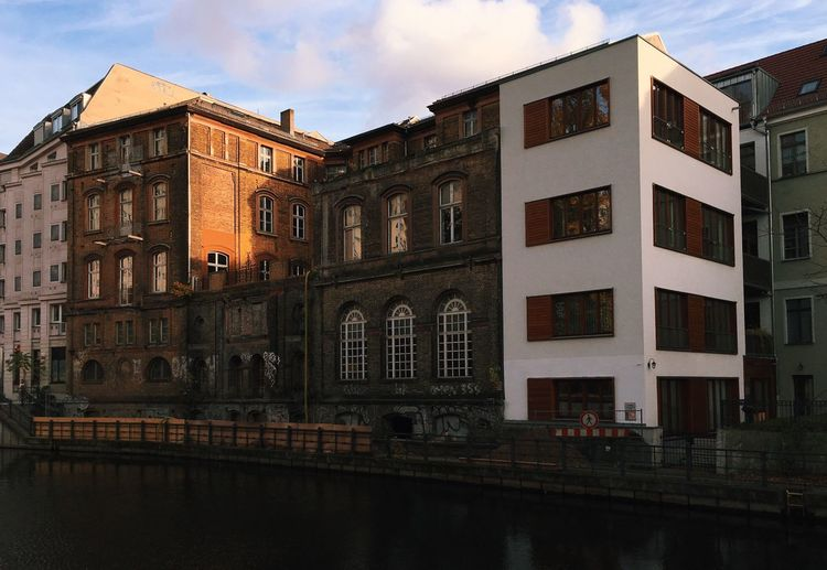 194 Architecture Germany Berlin Mitte Neukölln Am Wasser Building Exterior Built Structure Window Canal Spreekanal White Color Old Buildings New Building  Old And New Quay