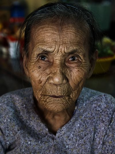 ... Streetphotography Street Photography Portrait Of A Woman Portrait Portraits Humaninterest Human Interest Wrinkles Woman Portrait Woman One Person Senior Adult One Man Only Indoors  Human Face Real People People