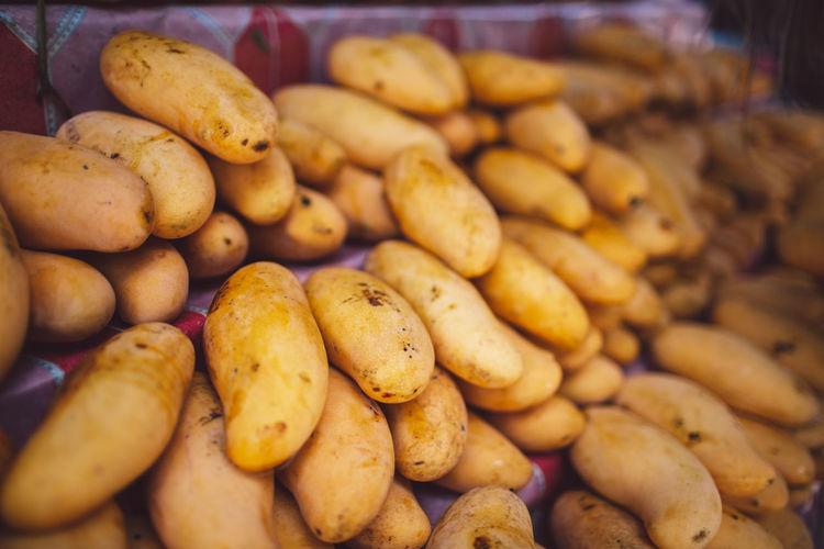 Food Food And Drink Freshness Large Group Of Objects Abundance Market Healthy Eating Potato Retail  Wellbeing Vegetable No People Market Stall Close-up For Sale Still Life Selective Focus Indoors  Choice Heap