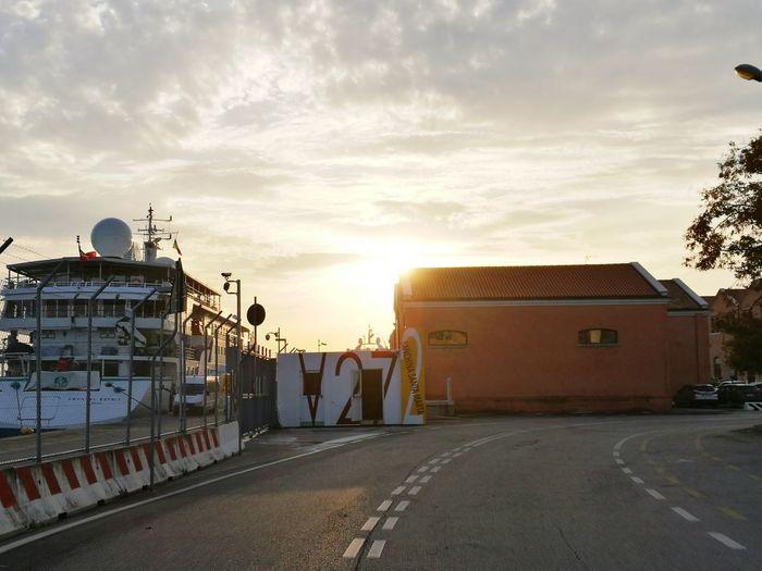 V 27 Venice Bigship Sunset