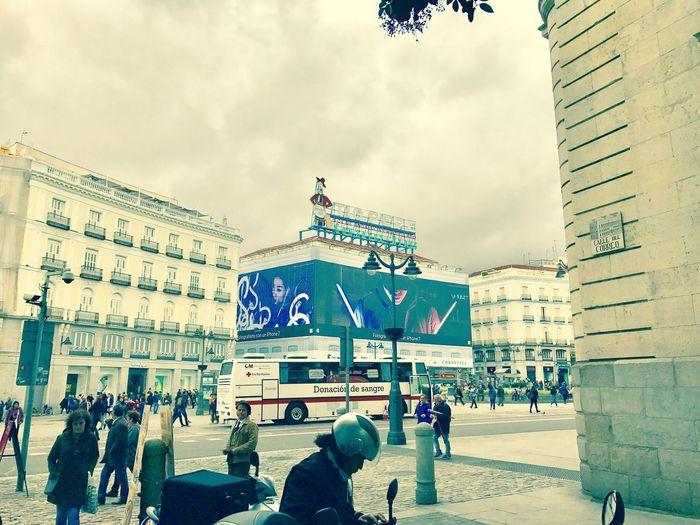 Relaxing Taking Photos City Enjoying Life IPhone 7 Plus Real People Puerta Del Sol