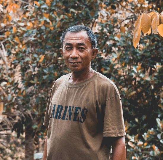 The Portraitist - 2018 EyeEm Awards Adult Autumn Casual Clothing Change Day Focus On Foreground Front View Happiness Lifestyles Looking At Camera Males  Men Nature One Person Outdoors Portrait Real People Smiling Standing Tree Waist Up EyeEmNewHere