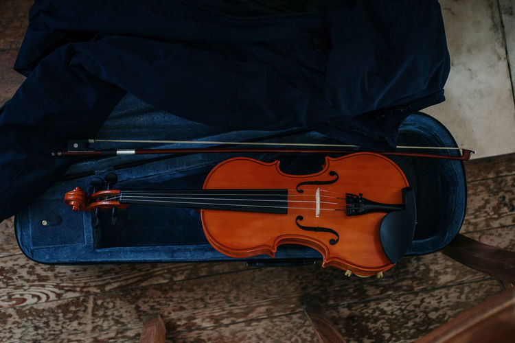 Violin Music Musical Instrument Musical Equipment Wood - Material Musical Instrument String String Instrument String Arts Culture And Entertainment Indoors  Bow - Musical Equipment Close-up High Angle View Still Life Directly Above No People School Education Learning