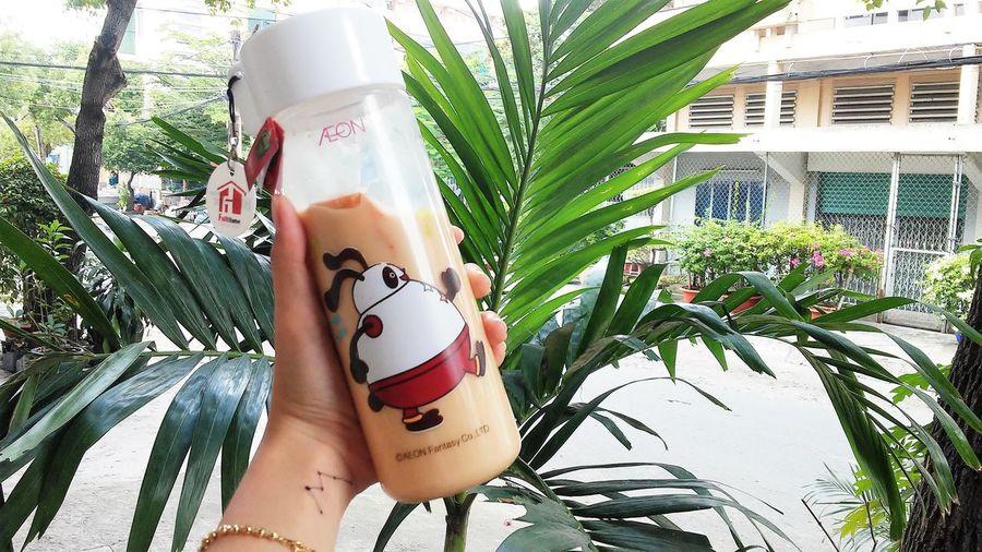 Cái chữ trên tay ấy :))) Aeon Bottle Cartoon Gold Green Handmade M My Bottle Peach Tea Trees