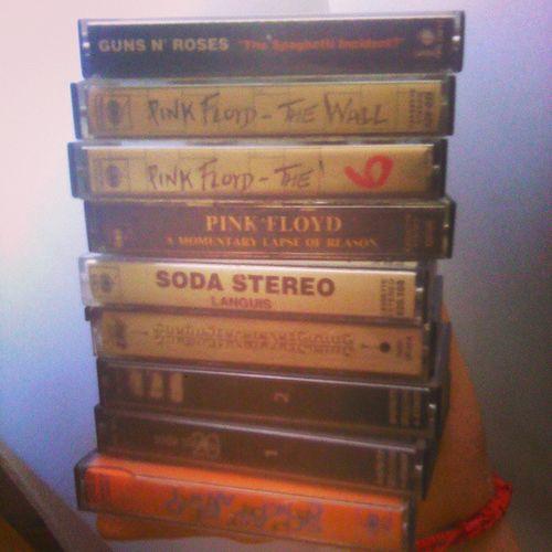 Hoy vuelvo a mi infancia, madrugada de cassettes. Cassette Pinkfloyd SodaStereo Gunsnroses gansosrosas music healthyoursoul