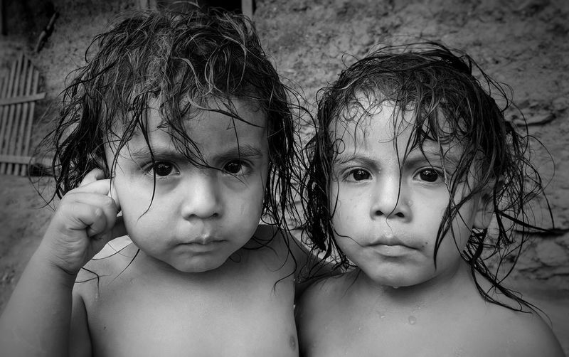 Twins💕 Friendship Child Childhood Girls Water Togetherness Sibling Portrait Boys Elementary Age Twin Representing High Rise Streamer Carp Time Period Willow Tree Eaves Pink Lipstick  Palma Brother Freckle Sister Wet Hair Dirty Family With Three Children Drop Only Girls The Portraitist - 2019 EyeEm Awards
