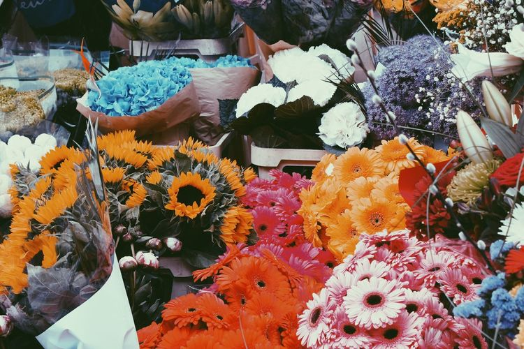 EyeEmNewHere Flower Fragility Freshness Petal Flower Head Beauty In Nature Nature Flower Market Flower Shop Retail  Bouquet For Sale Variation Abundance Market No People Day Choice Blooming Outdoors