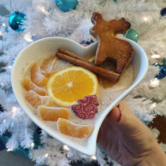 Christmas oatmeal🎄🍨 Breakfast Christmas Christmasfood Foodinspiration Gingerbread Cinnamon Orange Yummy Healthyfood Healthychoices Nutrition Diet Foodporn Mutimiteszel_fitt Mik_gasztro Fitfood Oatmealporn Fitfam Summerbodiesaremadeinthewinter Eating Likesforlikes Followme Follow Food Foodstagram mutimiteszel_mentes foodpic foodfie eatwell cleankaja