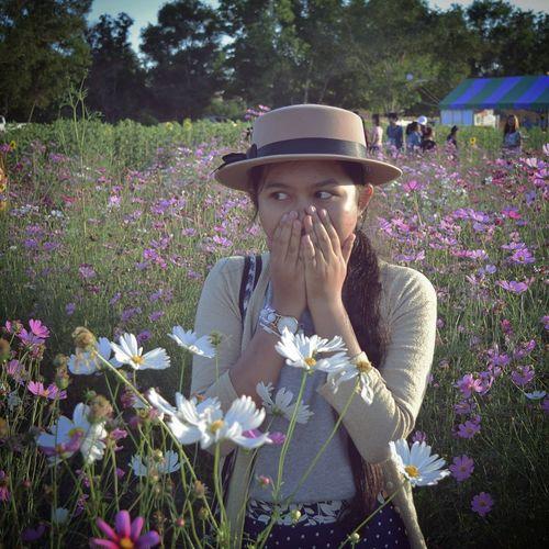 Flower Hat Plant Outdoors Adult People Beauty Blooming Flower Bloom Summer Spring