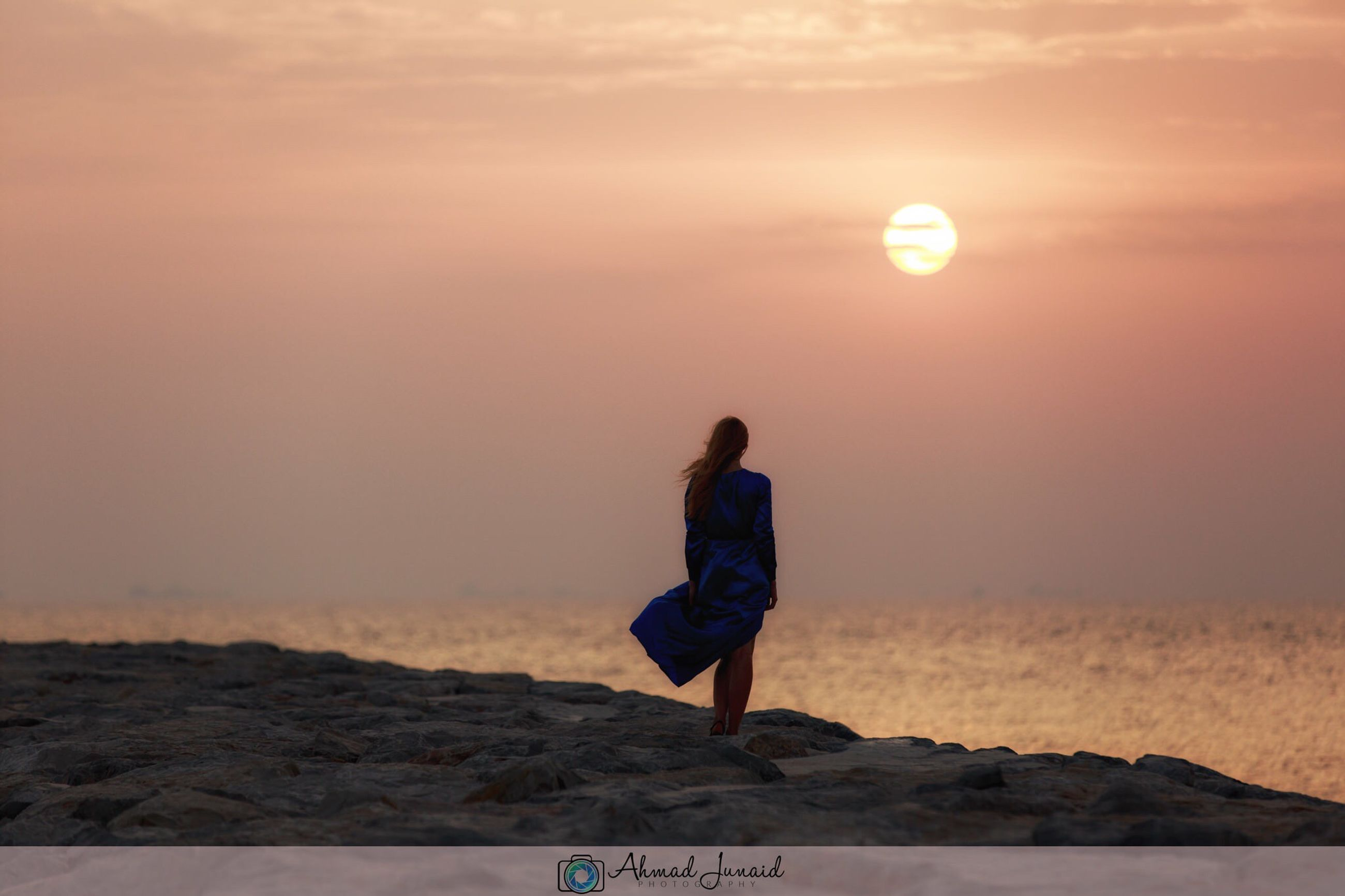 sunset, sun, sunlight, scenics, tranquil scene, men, beauty in nature, full length, water, sky, orange color, nature, tranquility, vacations, majestic, tourism, sea, cloud - sky, getting away from it all, loneliness, distant