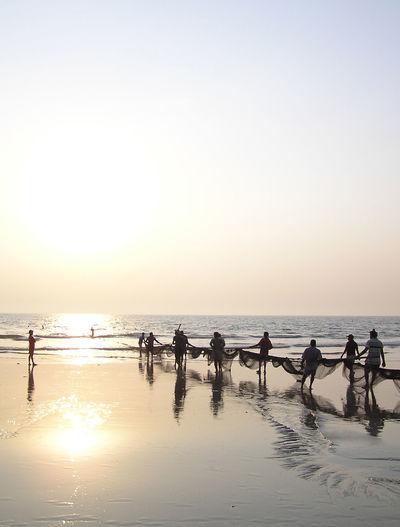 Fischer Fishermen Netz Fischernetz Indien India Strand Beach Abendstimmung Abendsonne sunset Miles Away Goa
