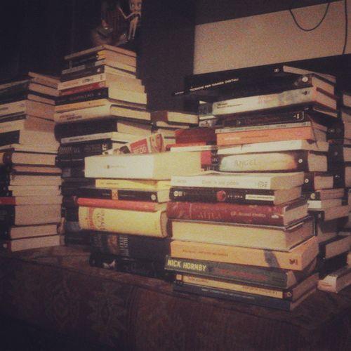 questi sono tutti Libri  Usati da mettere in vendita. io per domani voglio che siano ordinatamente riposti negli Scaffali Ottimismo aiutomamma vuoichemuoro questanonéunacasaéunalibreria