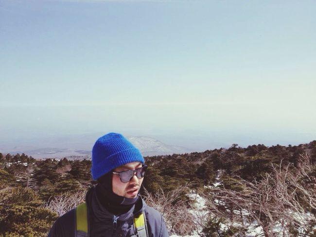 한라산 캠핑 Hiking 등산 막간을 이용한 한라산 등산. 전 날 눈이 내려 더 쌓인 한라산.
