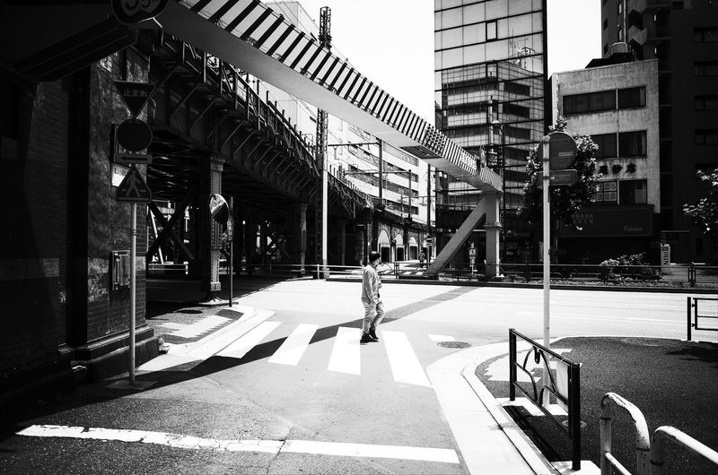 Monochrome コンデジ ハイコントラスト GRⅡ Ricoh ハイコントラスト Building Exterior Architecture Built Structure City Street Sunlight Day