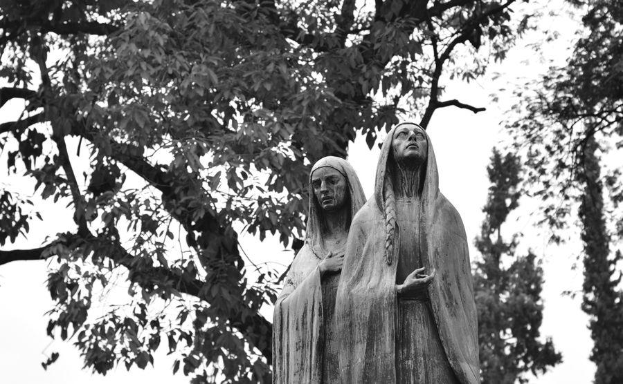 Cemetery San Pedro at Medellín, Colombia- Cementerio San Pedro en Medellín, Colombia Cementerio Cemetery Esculturas Esculturas Y Estatuas Figure Lapidas Museo Museum Sculpture Statue Stone Souls In Purgatory