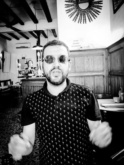 Hello World Picoftheday Sunglasses Looking At Camera Moviinghands Black And White Organizingeverything My Job BCNfoto