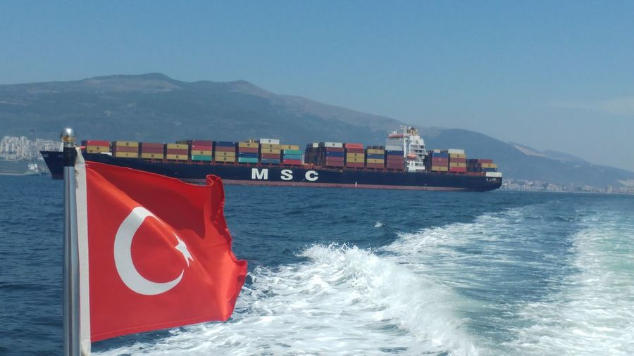 ne mutlu türküm diyene Seawomen Shiplife Instasea Capitian Amazing Pilotboat Tug Tugboat Maritime Instashipping Humansatsea Love Me Criuseship Photooftheday Like Amazin Aniyakala Manzara Sailor Instagood TBT  Ship Girl EyeEm Selects Nautical Vessel Water Sea Industry Cargo Container Freight Transportation Red Harbor Shipping  Commercial Dock