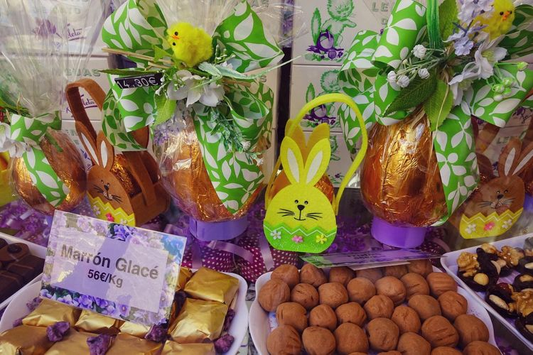 For Sale Choice Retail  No People Large Group Of Objects Retail Display La Violeta Candy Madrid SPAIN Gift Special Lavander Valentine's Day  Valentine's Day - Holiday Easter Easter Egg Easter Eggs Sparing Gift Box Tasty Violet Flowers Violet Violet Color Easter Bunny Easter Egg Hunt Candy Store Candy Cane Birthday Present Abundance