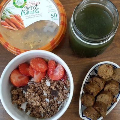 Strawberry & Dark Chocolate Macaroon Oatmeal, Vegan Tofurky Sausage, Green Drink. Oatmeal (Oats, Truvia Sweetener, Ginger Syrup, Vanilla Almond Milk, Cashews, Strawberries, Dark Chocolate Macaroon Granola). Green Drink (1/2 Spring Water, 1/2 Light Apple Juice, 1 scoop Orange Dreamsickle Amazing Grass Green Superfood Powder). Organic Veganeats Veganfoodshare Vegansofig Vegangirl Whatveganseat Blackvegans Eatyourcolors EatTheRainbow Eatlikeyougiveadamn Eatclean Veganbreakfast Oatmeal Greensuperfood Greendrink Healwithfood Healthyfoodporn Fitspiration Fitmom