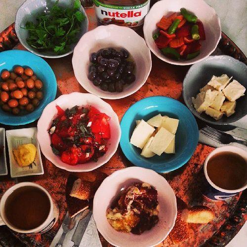 Günaydın olsun her Nerede nefes alıyorsanız :) güne kahvaltıyla başlamak en güzel güne, adım atmaktır..... Breakfast Kahvalti Keyfime Renkler lezzet instalike instamood instayemek instagood instafood yemekblog yemekblogcusuyuz pastalinmutfagi pastalin