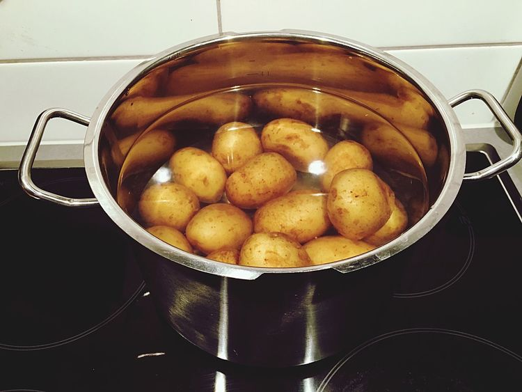 Potatoes Potato Boiling Boiling Water Cooking At Home Cooking Cooking Process Cooking Time Cooking Dinner On The Stove Induction Induction Cooker Saucepan Potatoes In Water