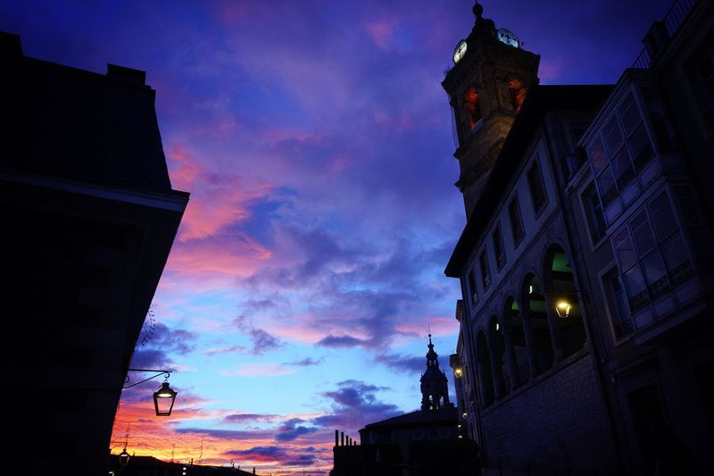 Cerca De Ti  Euskadi Vitoria / Gasteiz Popular Church Hello World Sunset Nightphotography Popular Photos Architecture Low Angle View Building Exterior Sky Built Structure Cloud - Sky Sunset