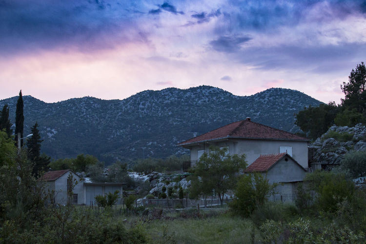 Croatian sunsets <3 Cloudporn Clouds Clouds And Sky Countryside Croatia Croatiafulloflife Croatiafullofnature Croatian Crpala Dalmatia Dalmatian Field House Landscape Landscape_Collection Makarska Mountain Nature Peaceful Sunset Sunset_collection Sunsetporn Valley