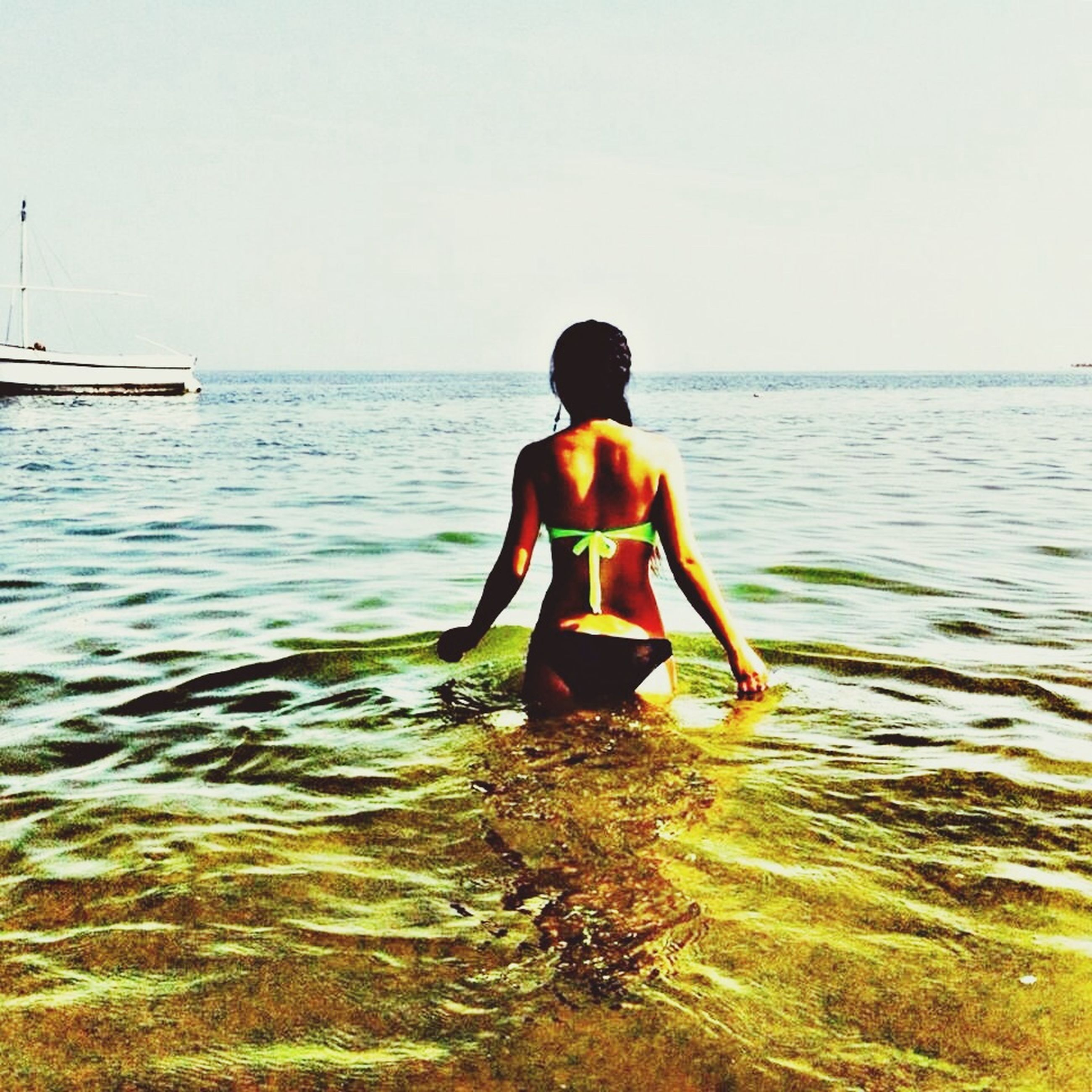 water, sea, rear view, full length, lifestyles, leisure activity, horizon over water, clear sky, casual clothing, copy space, standing, childhood, rippled, boys, tranquility, tranquil scene, nature, person