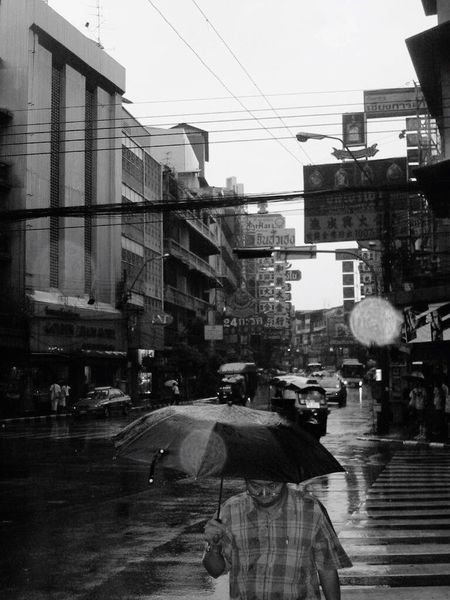 Bangkok Rain Monsun Regenschirm Thailand An Eye For Travel