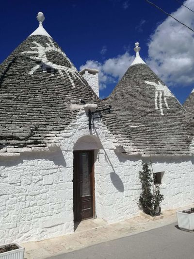 A wonderful view of Alberobello in Apulia Alberobello Apulia Italy Italia Puglia Photo Photography Sunnyday☀️ Nice View Nice Photography Blue Sky And Clouds Pyramid History Sky Building Exterior Archaeology Ancient EyeEmNewHere