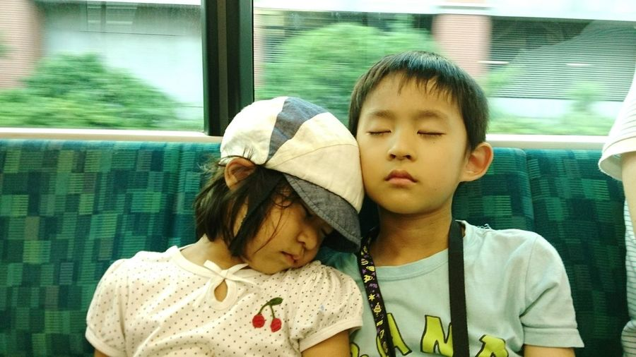 Sleeping Train Travel Train Trip Tired Siblings Brother Sister Girl Boy Japanese  電車 旅行 お出かけ 兄妹 きょうだい 兄 妹 女の子 男の子 お昼寝 居眠り On The Way Miles Away Live For The Story This Is Family