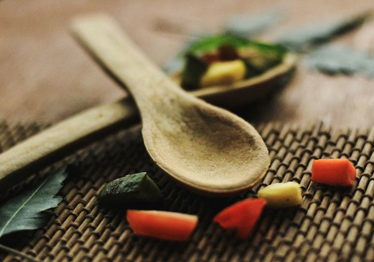 Close-up Cardamom Red Chili Pepper Mortar And Pestle Hand Tool Chili Pepper Green Chili Pepper Pliers Cinnamon Ground - Culinary Tool Wrench  Spanner Mustard Plant Ground Coffee Grinding Ginger Anise Prepared Food Turmeric  Clove Star Anise Served Black Peppercorn Chili  Spice