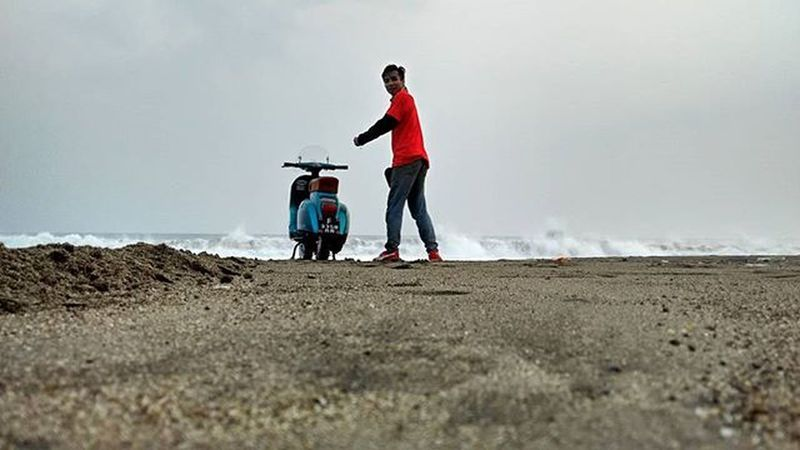 """SmallFrame and Beach"" Vespa Vespagram Vespalover Smallframe Beach Pelabuanratu Bopscoot Xiaomiphotograph Redmi1s Phonegraphy MiPhone MiIndonesia"