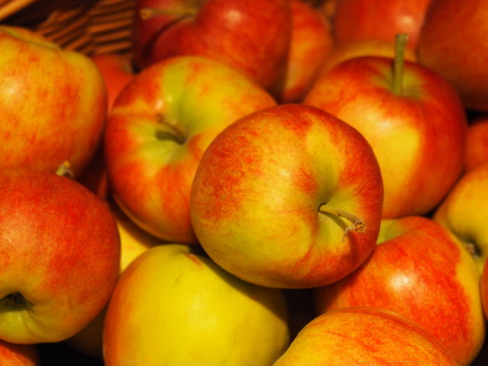 Abundance Apple Apple - Fruit Backgrounds Close-up Food Food And Drink For Sale Freshness Fruit Full Frame Group Of Objects Healthy Eating Large Group Of Objects Market Market Stall No People Red Retail  Ripe Still Life Wellbeing