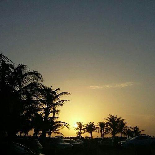 @paivapolyy registrando mais um belíssimo pôr-do-sol em Luís Correia- 🎶 Colorida luz do dia, seja como for, seja onde for...🎶 🌅Beachlovers LitoralPiauiense Coloridoviamia Ig_piaui Sunsetlovers Soulnature_ Apreciadores_natureza Shadows Regrann