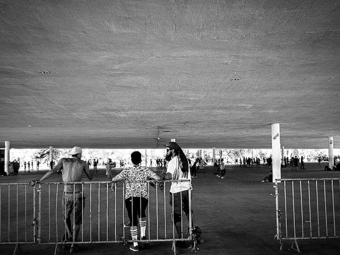 São Paulo, Brasil. 2015 ©Gustavo Mondragon ©La Calle Foto The Street Photographer - 2015 EyeEm Awards Lacallefoto Latinstreetcollective Blackandwhite Skate Streetphoto_bw Streetphotographers Streetphotography Streetssaopaulo Latinstreetphoto