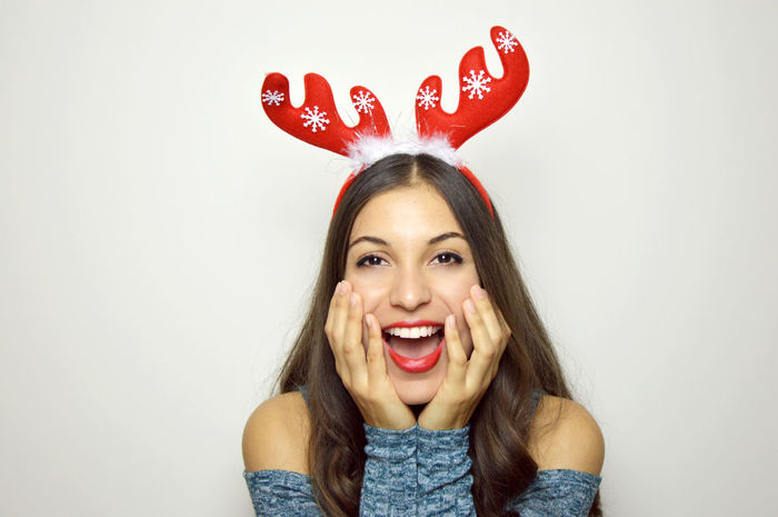 Brazilian Woman Christmas Christmas Girl Copy Space Kiss Lips REINDEER HORNS Shocked Surprised Xmas Excited Finger Pointing Hand Looking Looking At Camera Looking Side Mouth Open One Young Woman Only Open Mouth Pointing Fingers Portrait Red Lips Smiling Girl White Teeth Xmas Girls