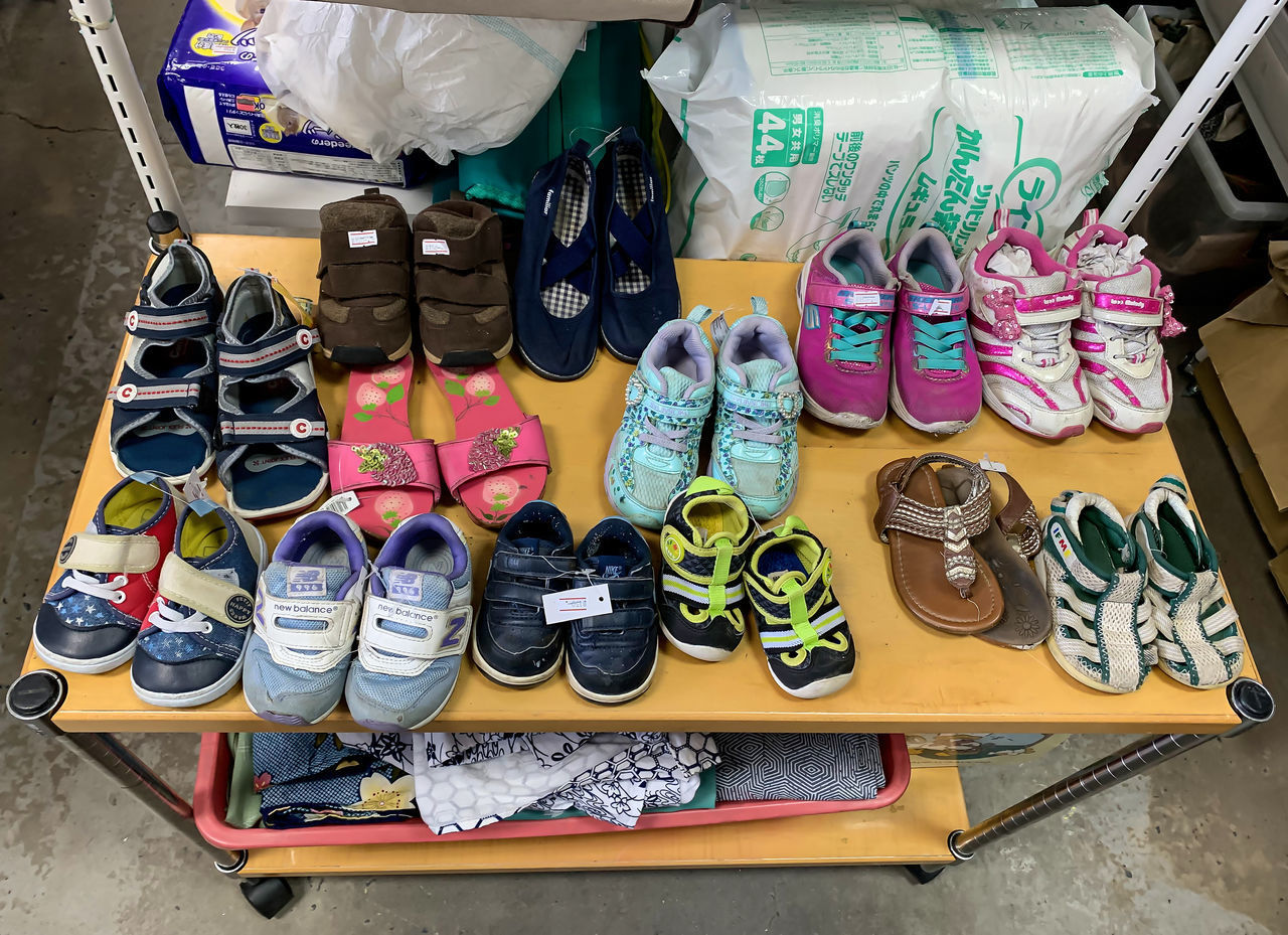 HIGH ANGLE VIEW OF SHOES FOR SALE IN STORE
