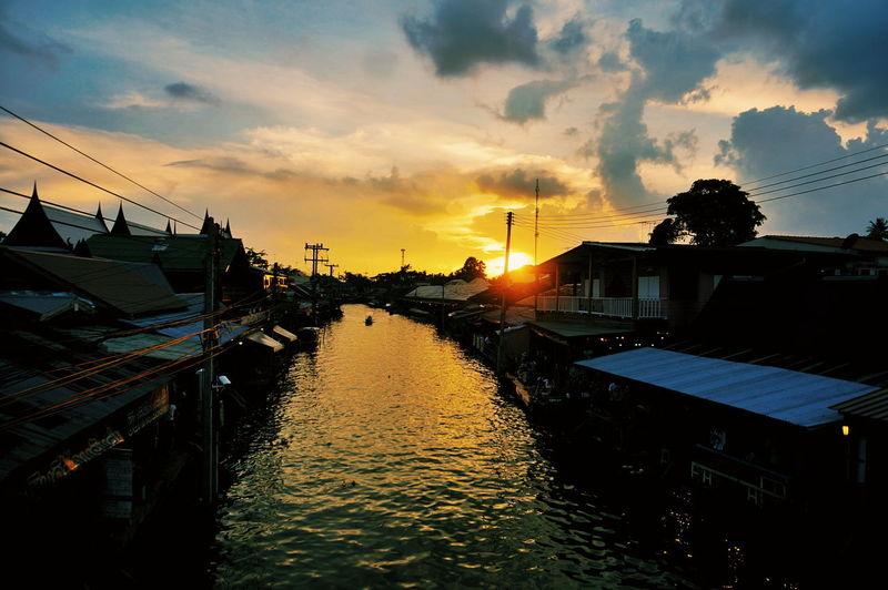 Bangkok Thailand Flowting Market Sunset Water VSCO Vscocam Goodday Travel