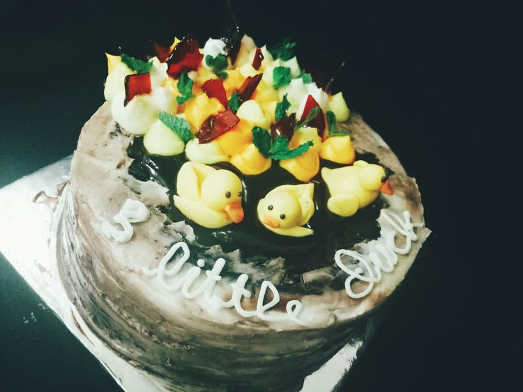 3 little duck molten cake Sweet Food Indoors  Food And Drink Food Dessert Ready-to-eat Freshness Homemade Cake Poundcake Buttercake