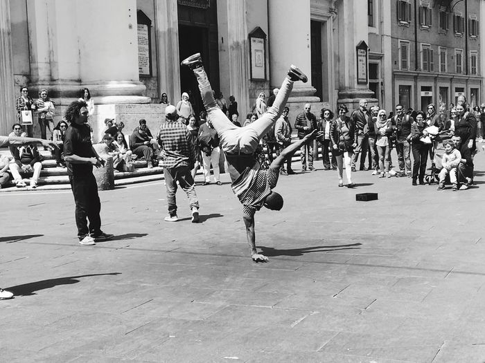 Lifestyle Road City Life Street Dancer Arts Culture And Entertainment Breakdancing Art Is Everywhere The Street Photographer The Street Photographer - 2017 EyeEm Awards