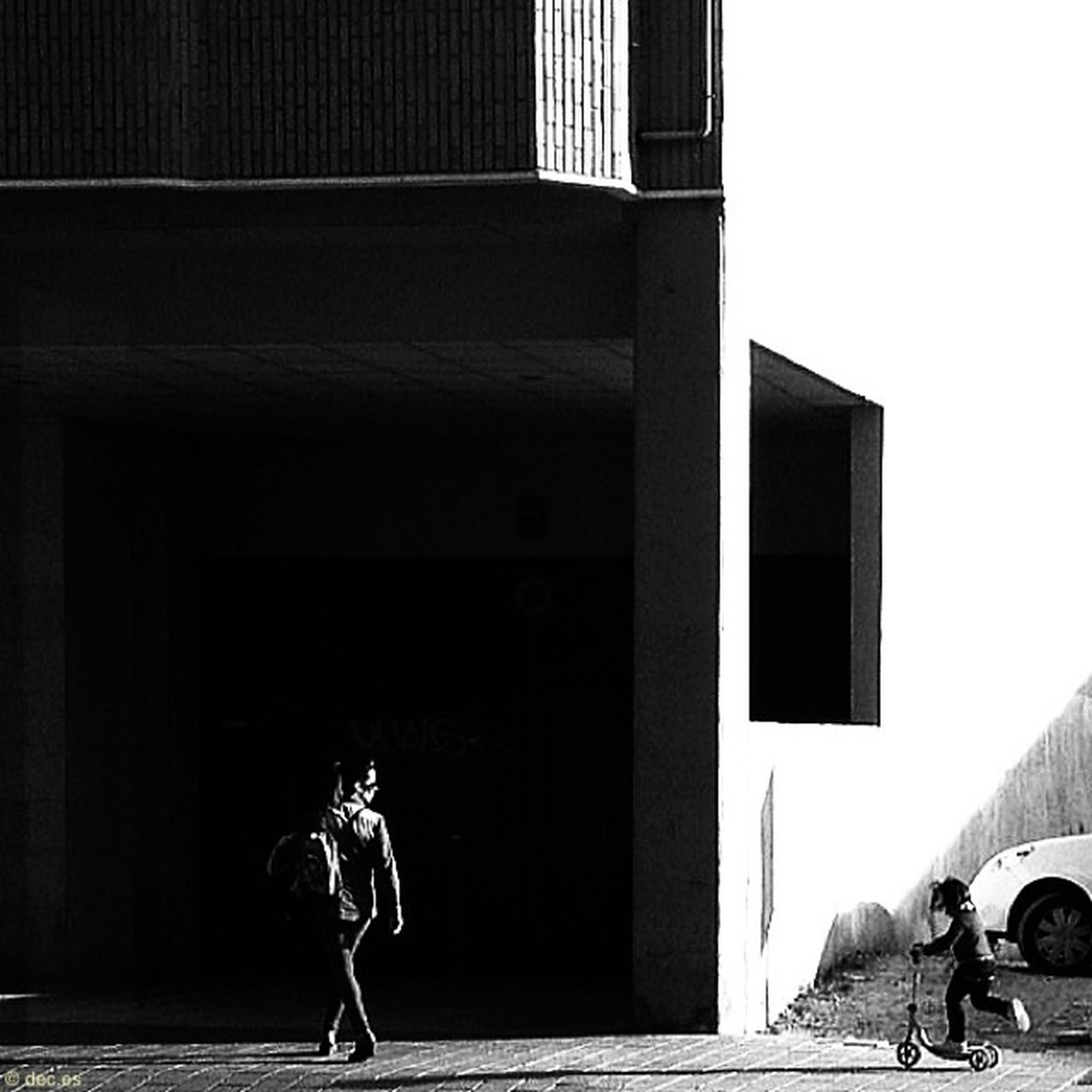 building exterior, architecture, built structure, lifestyles, full length, street, leisure activity, side view, city, men, casual clothing, rear view, walking, person, outdoors, city life, road, day
