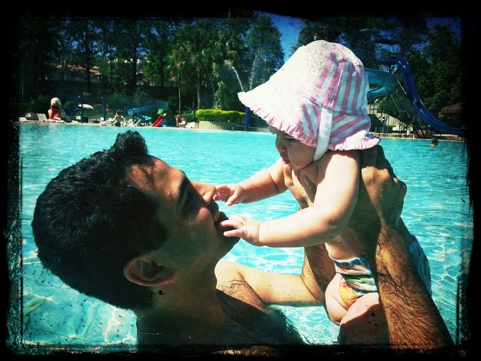 Zeh No Clube primeira vez de Maria a gente nunca esquece! Swimming Swimming Pool Baby