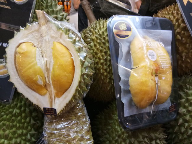 Don't missed this taste of Durian. You will never never forget what is you life. Amazing Durian Day Durian King Eat Me Out ;) Eat Me! Eat I Love Durian King Durian King Fruit Eat Me Fantastic Food Food And Drink Freshness