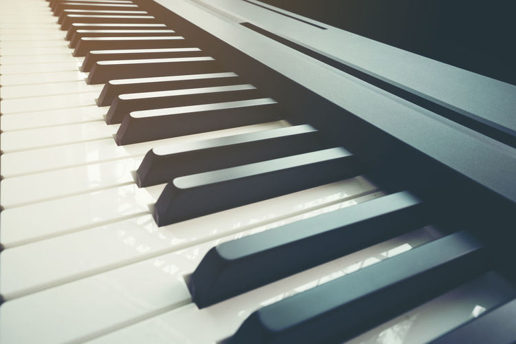 Close up piano keyboard Piano Key Musical Instrument Piano Musical Equipment Music Arts Culture And Entertainment Close-up No People White Color Indoors  In A Row Keyboard Instrument Keyboard High Angle View Black Color Pattern Repetition Still Life Focus On Foreground Side By Side
