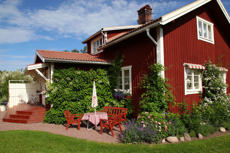 Typical red house in Sweden with a thriving garden in summertime. L Cottage Home Sweden Dalecarlia Dalarna Siljansnäs Architecture Building Exterior Built Structure Cloud - Sky Day Front Or Back Yard Garden Garden Design Garden Photography Grass House No People Outdoors Plant Sky Tree