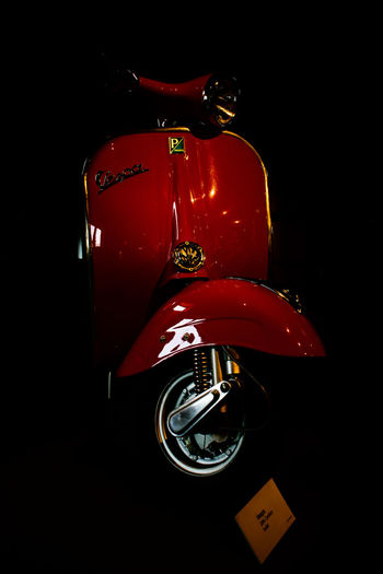 Classic Scooter TwoWheelers Vespa Olddays Oldfashioned Oldschool Oldstyle Oldstylelovers Red Retro Styled Transportation Twowheelsmovethesoul Vespalove Vespalover Vespalovers Vintage
