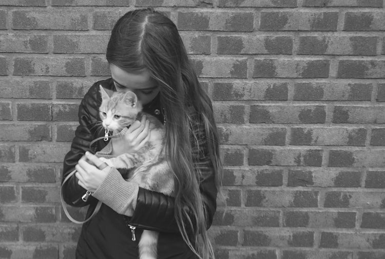 Holdme Protection Helping Hand Streetphotography Streetphoto_bw Blackandwhite Photography Black & White Kitty Cat Lovers Catoftheday Love Without Boundaries Walking Around Outside Photography Shadow Light And Shadow Wall Bricks Netherlands Its Cold Outside Friendship Monochrome Showcase: January Tenderness My Favorite Photo The Street Photographer - 2016 EyeEm Awards