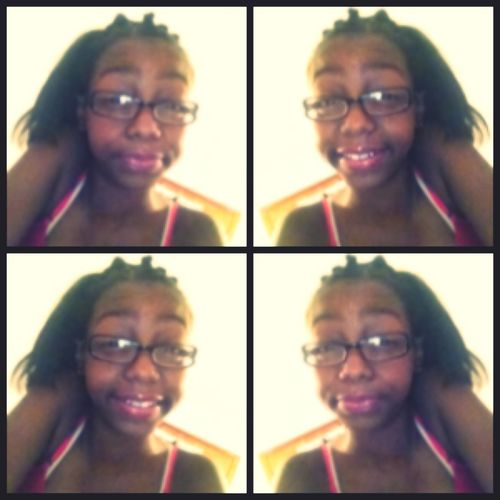 Koolingggg :) Watchin Thee Bet Awardss .